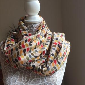 Accessories - Scarf with mid-century design.